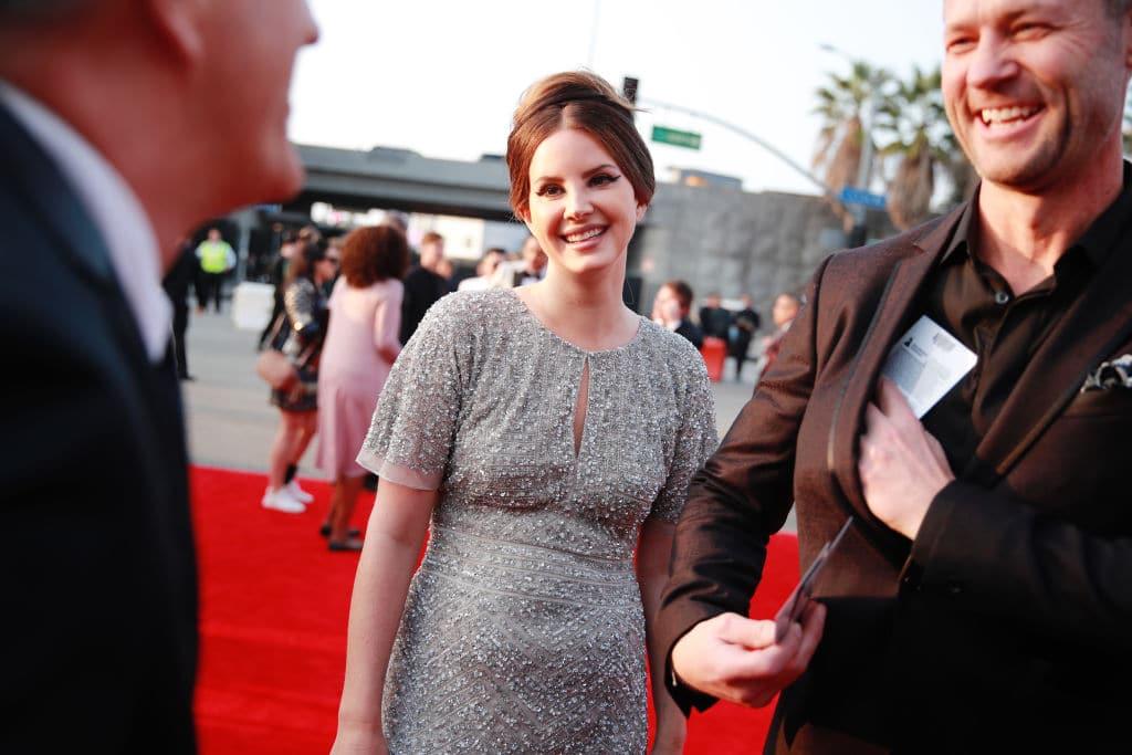 Lana Del Rey greift Powerfrauen des Pop an und wird als Rassistin bezeichnet
