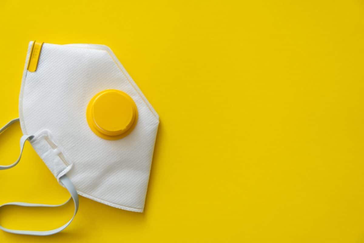 Laut Studie: Fast jeder trägt medizinische Maske falsch