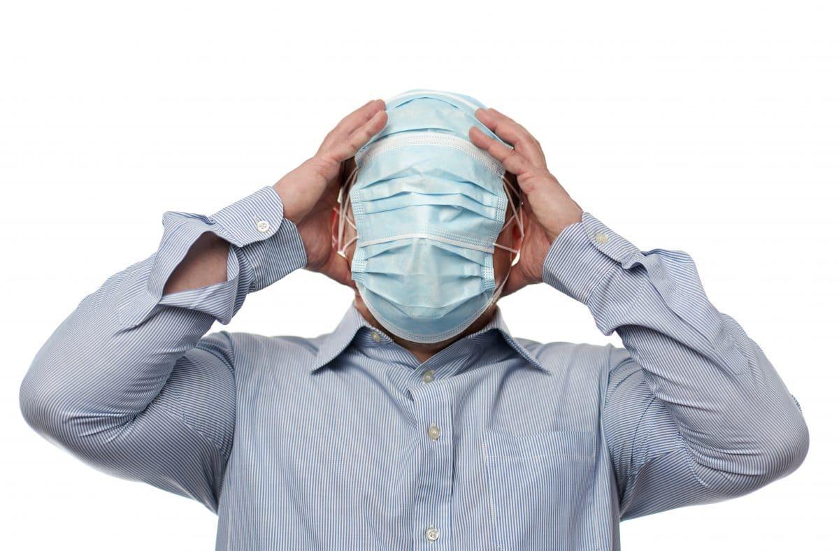 Belgischer Minister kämpft mit Schutzmaske und wird zur Lachnummer im Netz