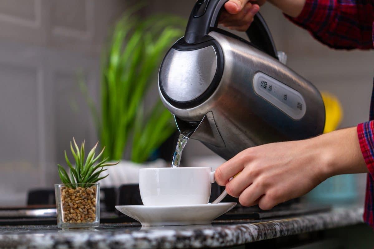Darum sollte man Wasser nicht zweimal im Wasserkocher aufkochen
