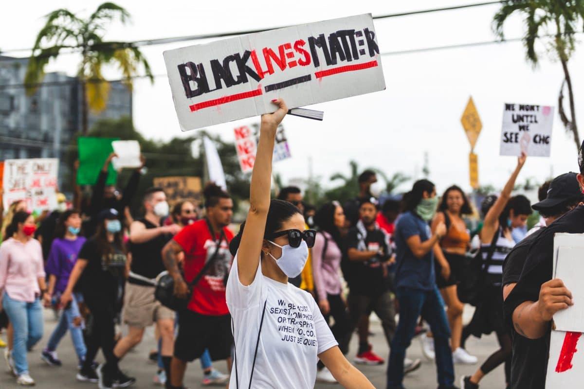 """6 Bücher zum Thema Rassismus und """"White Privilege"""", die wir lesen sollten"""