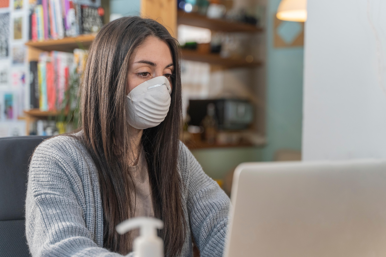 Laut einer Studie sollte man Schutzmasken auch zu Hause tragen