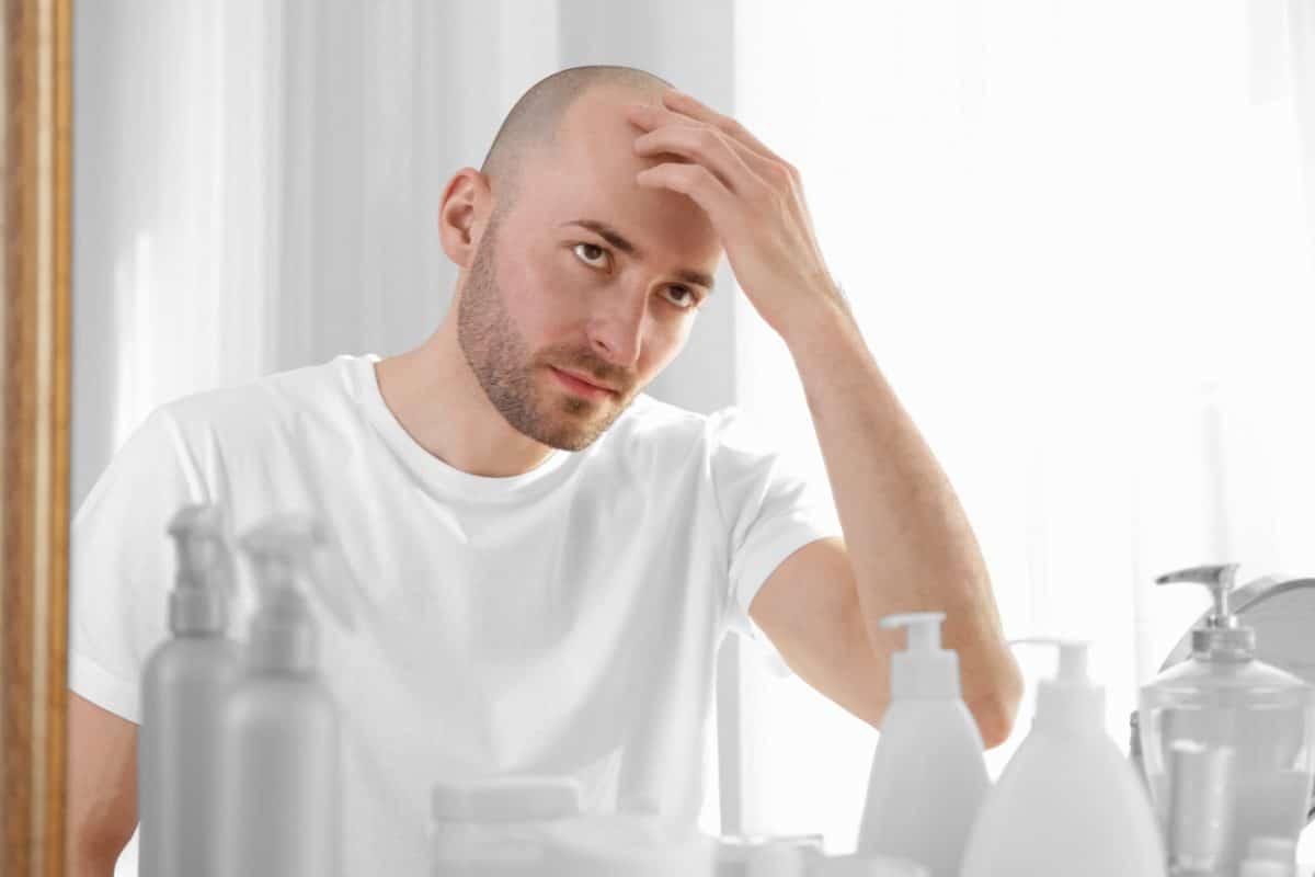 Kuriose Studie besagt Menschen mit Glatze haben höheres Corona-Risiko