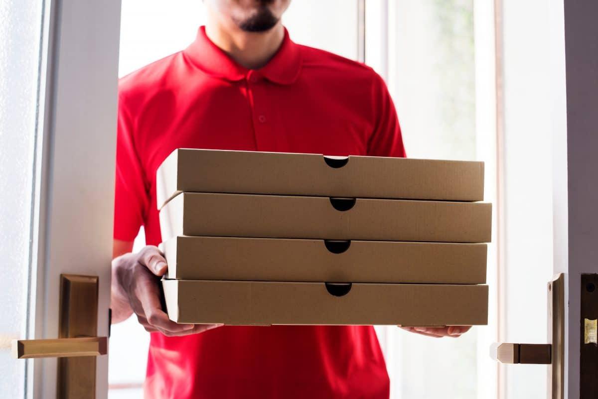 Wegen Liebeskummer: 19-Jährige bestellte wochenlang Pizza, um Ex-Freund zu beobachten