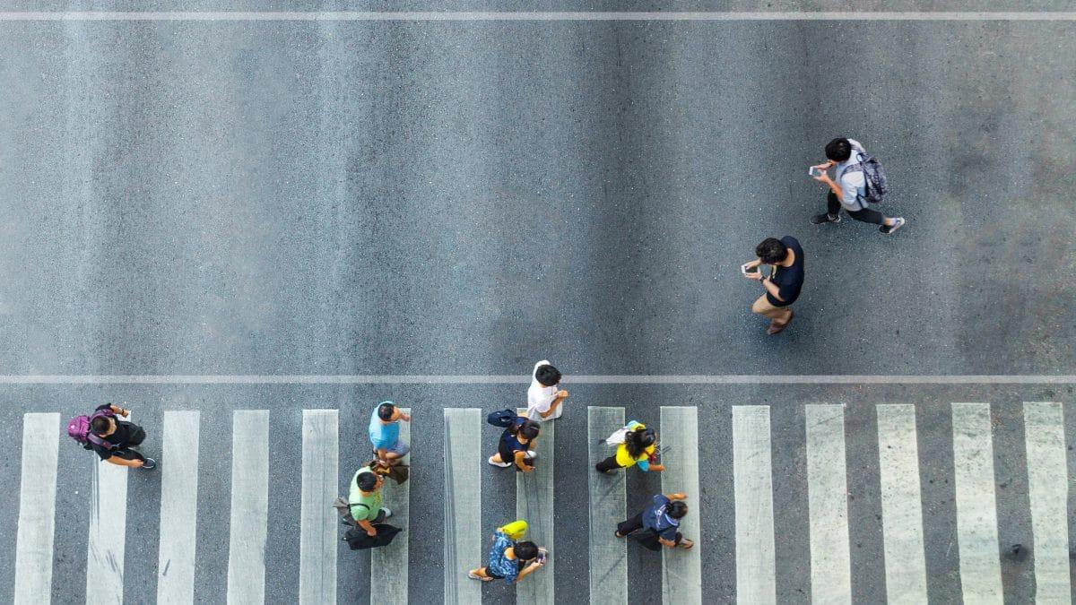 Stadt in Japan will Handyverbot für Fußgänger einführen