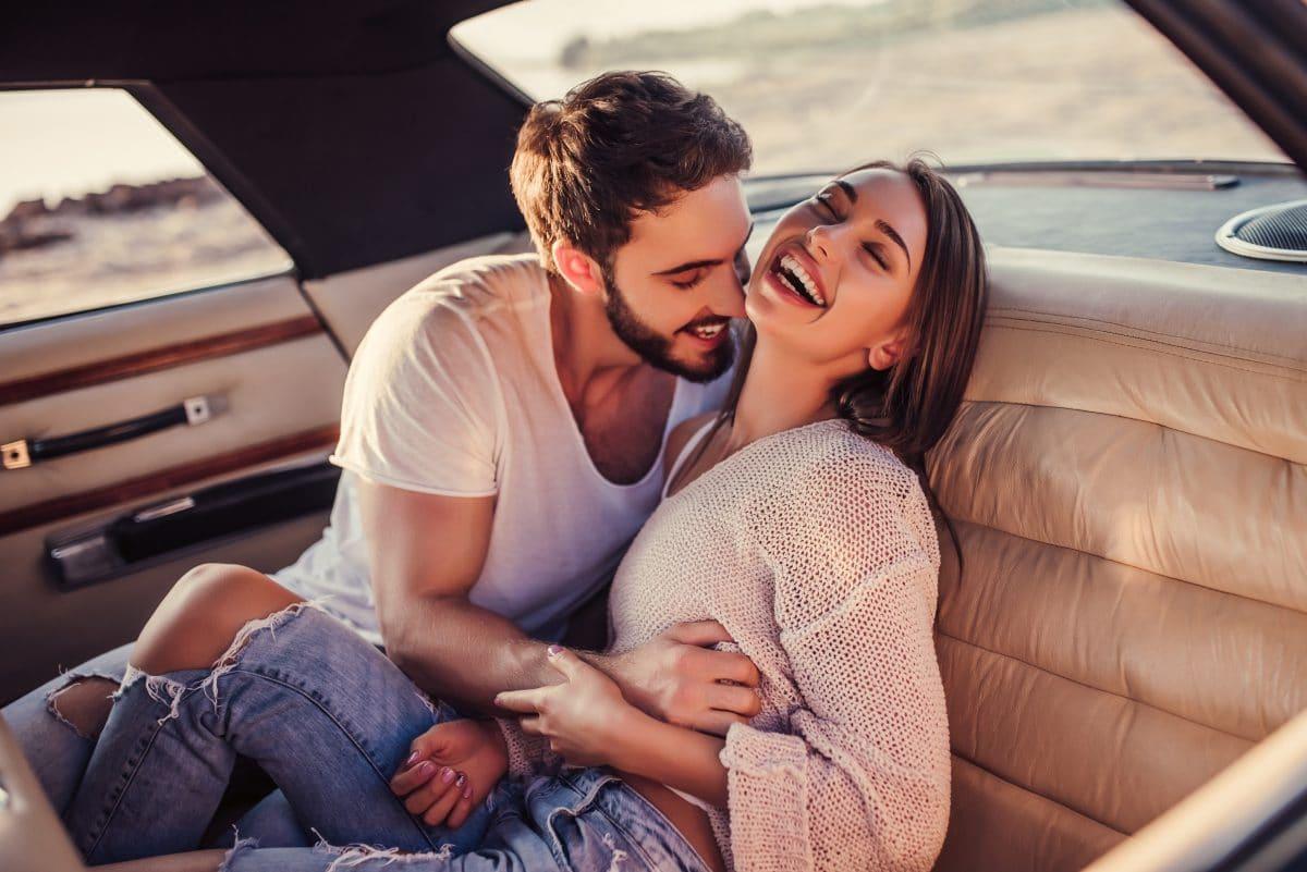 5 subtile Gesten, mit denen du jemandem zeigst, dass du Gefühle für ihn hast