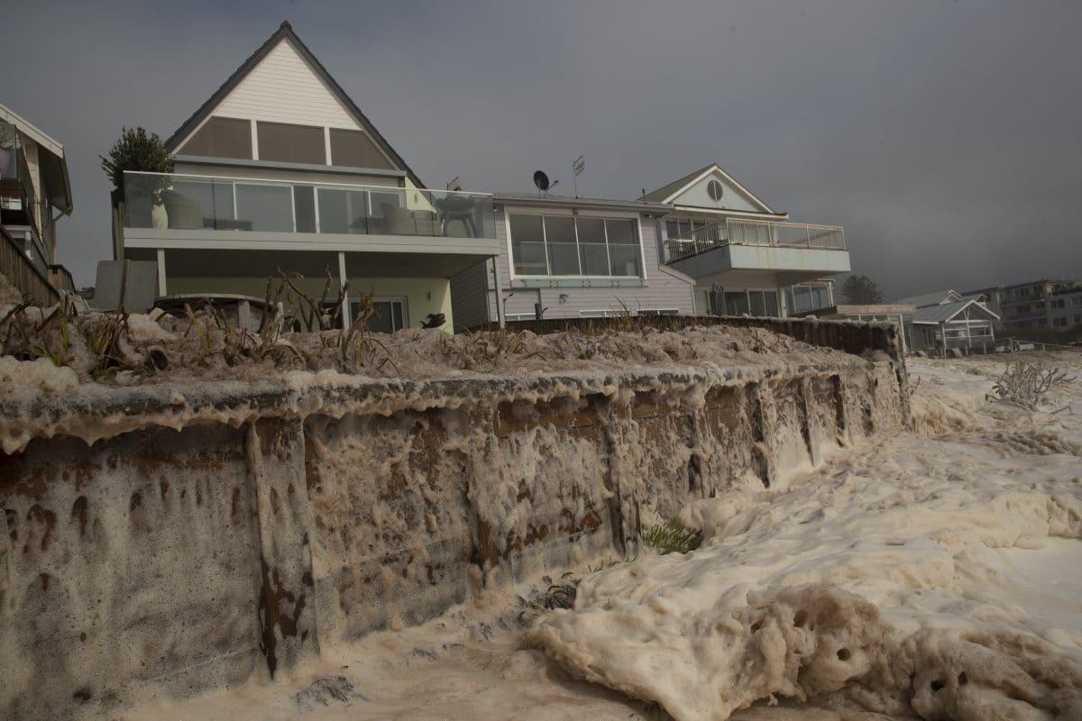 Australien: Luxusvillen an der Küste drohen ins Meer zu stürzen