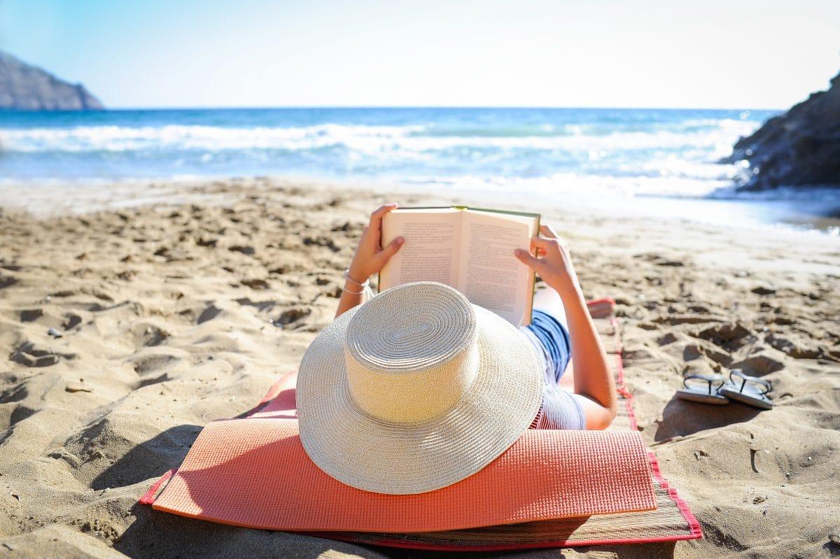 10 Bücher, die ihr diesen Sommer unbedingt lesen müsst