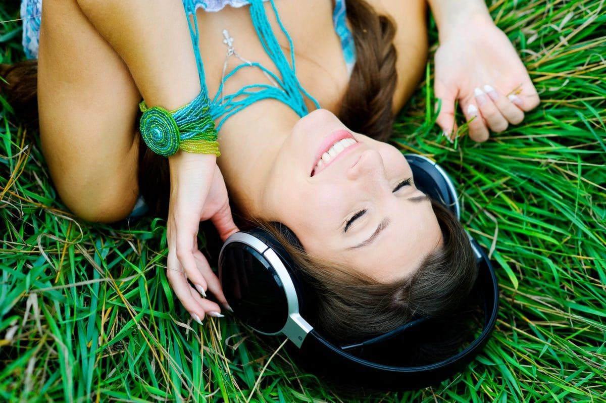 Diese Feel-Good-Songs dürfen in deiner Sommer-Playlist nicht fehlen