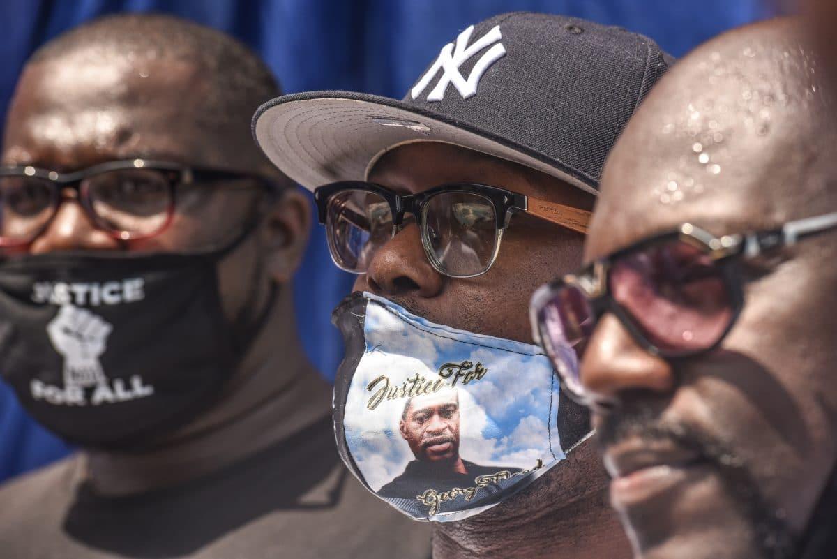 Familie von George Floyd verklagt Stadt Minneapolis und vier Polizisten