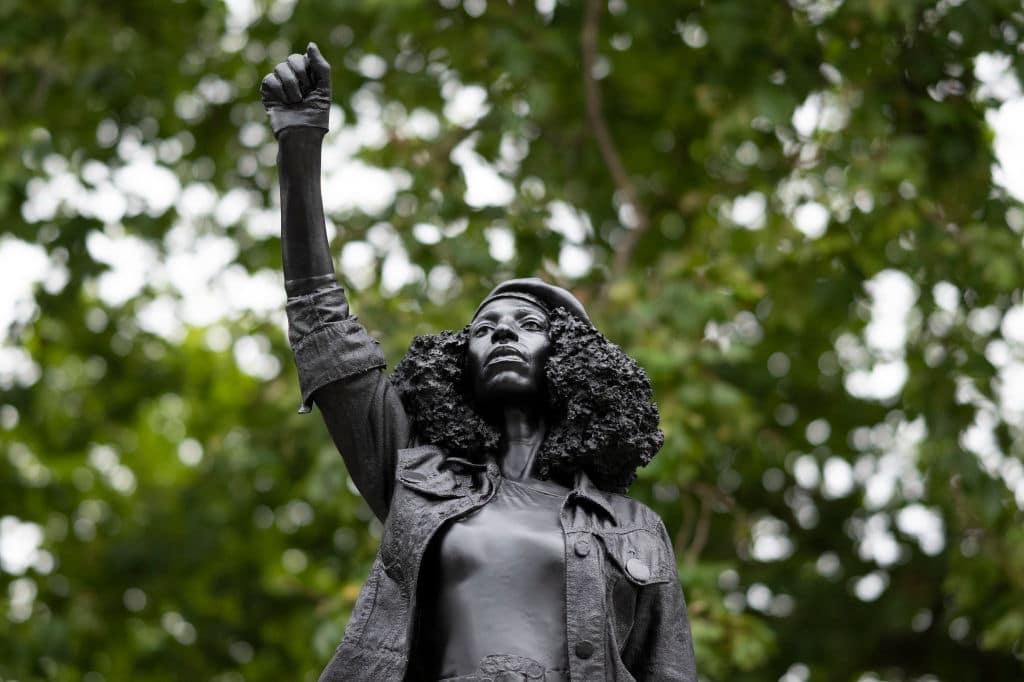 Statue von BLM-Demonstrantin Jen Reid in Bristol wieder abmontiert