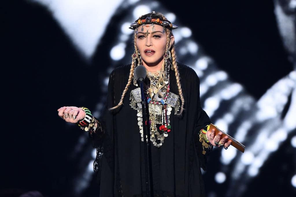 Instagram markiert Posting von Madonna als Fake News