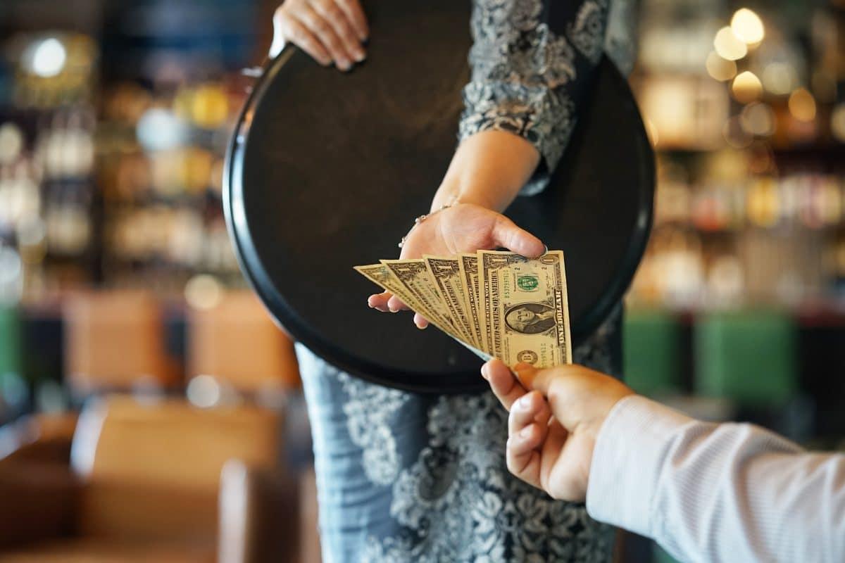 Mann bedankt sich bei US-Restaurant mit 1.000 US-Dollar Trinkgeld