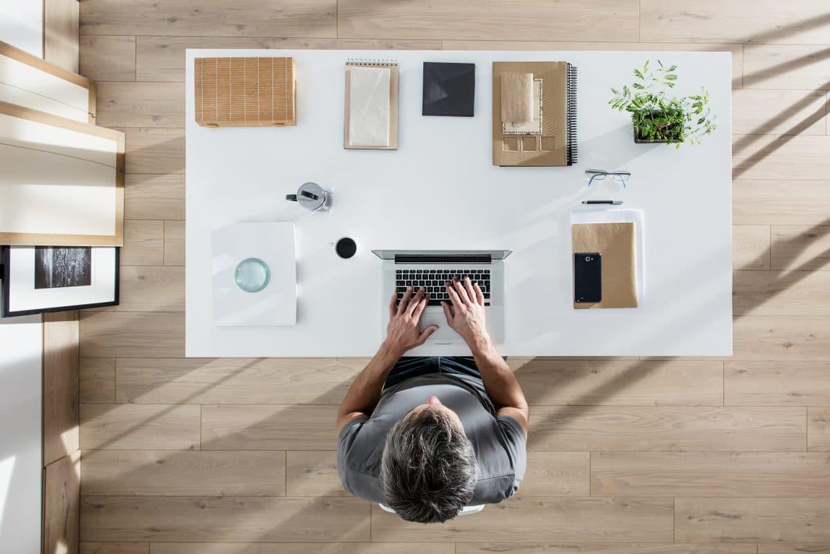So gestaltest du deinen Schreibtisch für mehr Produktivität