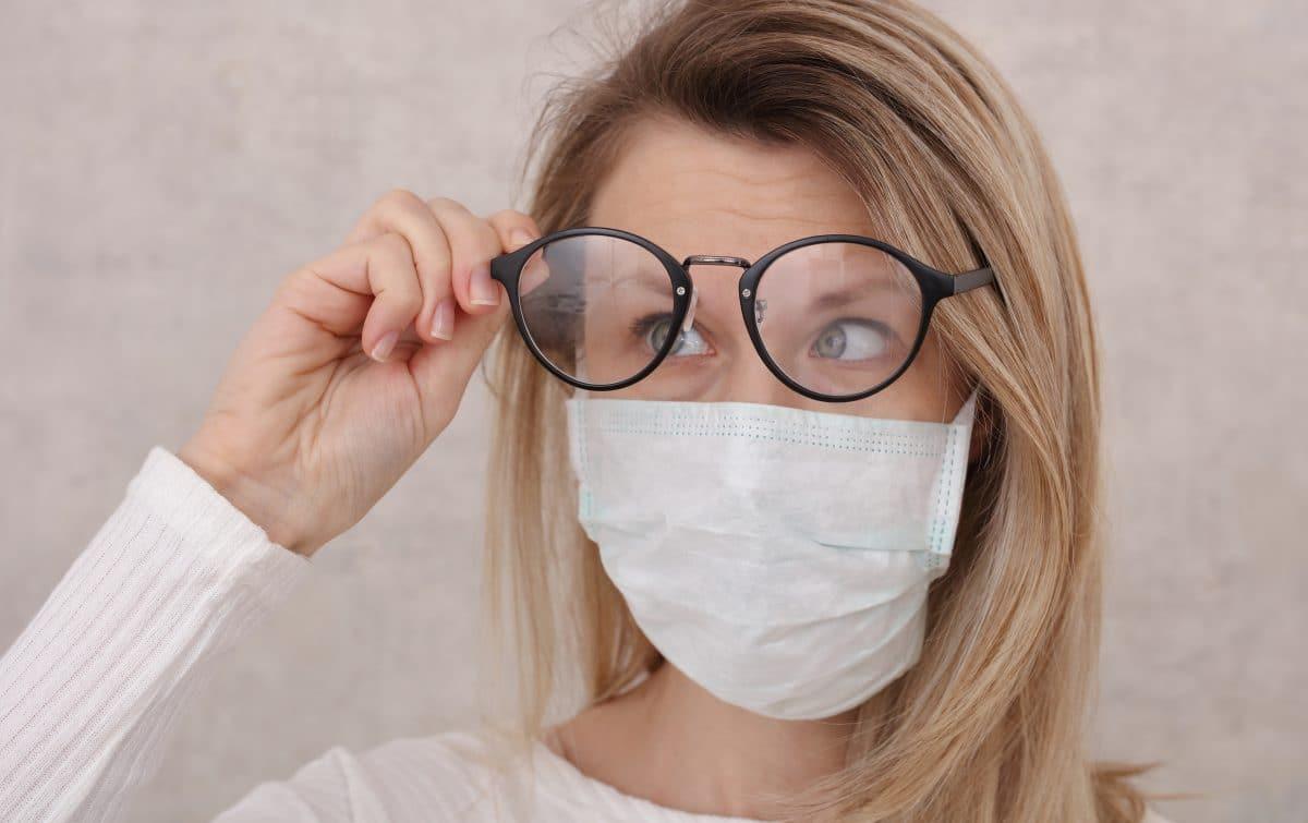 5 Tipps gegen beschlagene Brillengläser beim Tragen von Masken