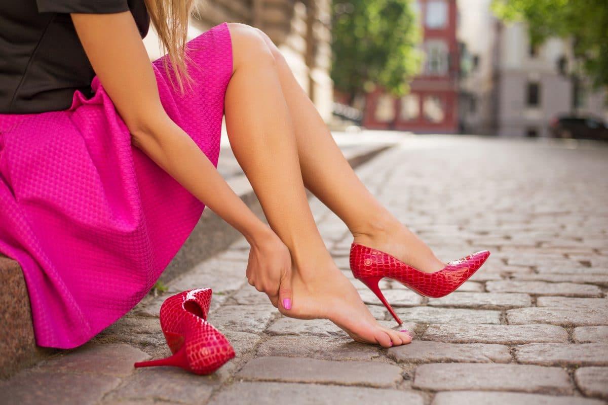 4 Tipps gegen schmerzende Füße bei hohen Schuhen