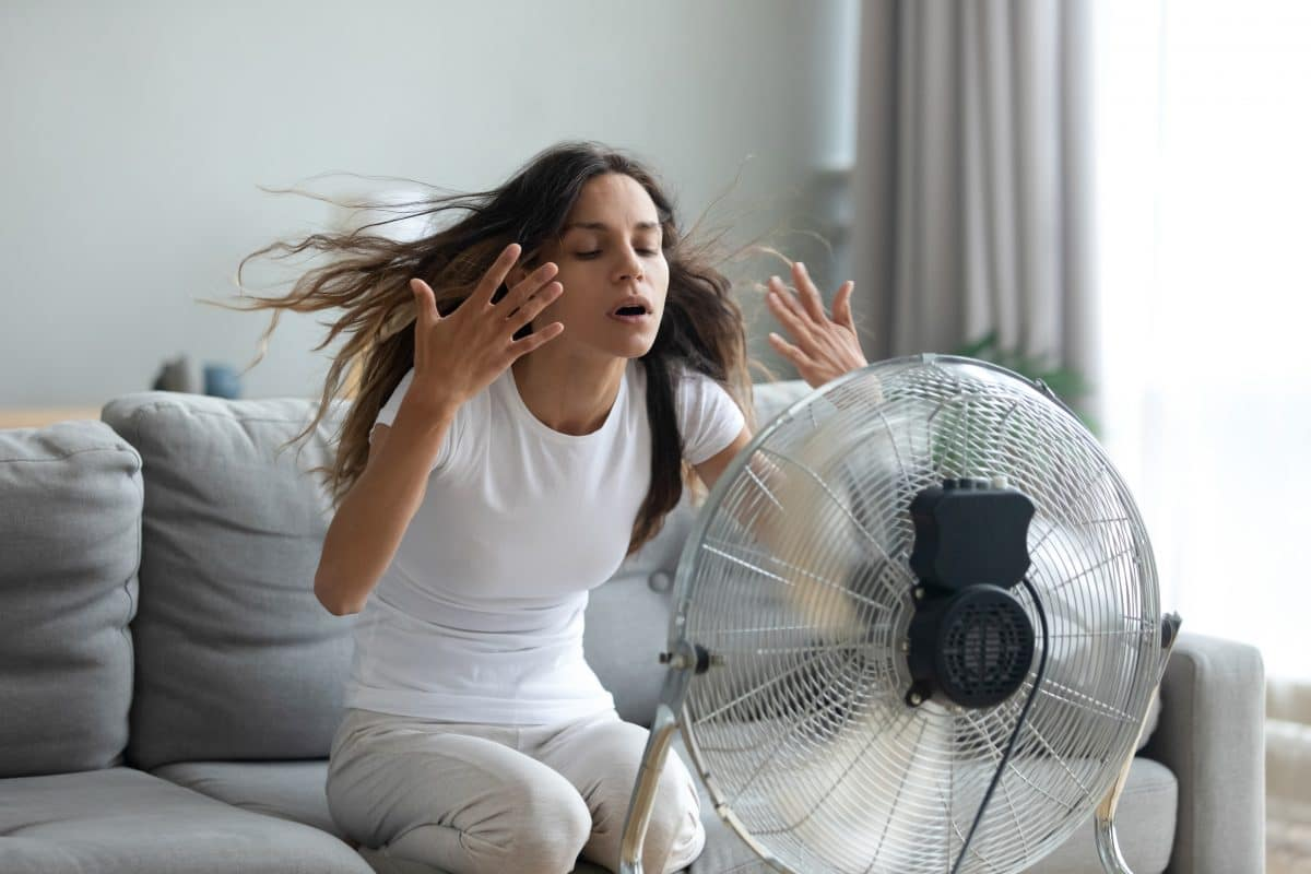 5 eklige Dinge, mit denen alle Frauen im Sommer kämpfen