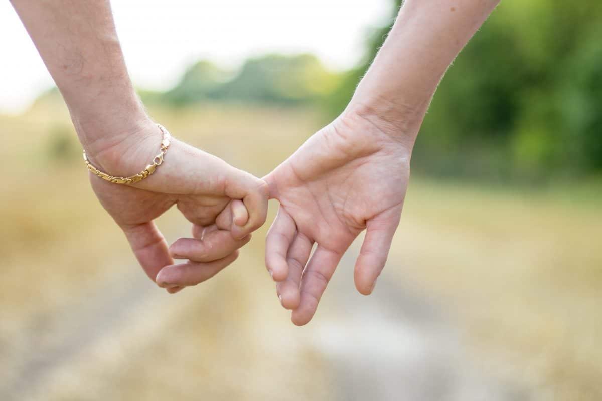 5 Anzeichen, dass ihr in eurer Beziehung voneinander abhängig seid