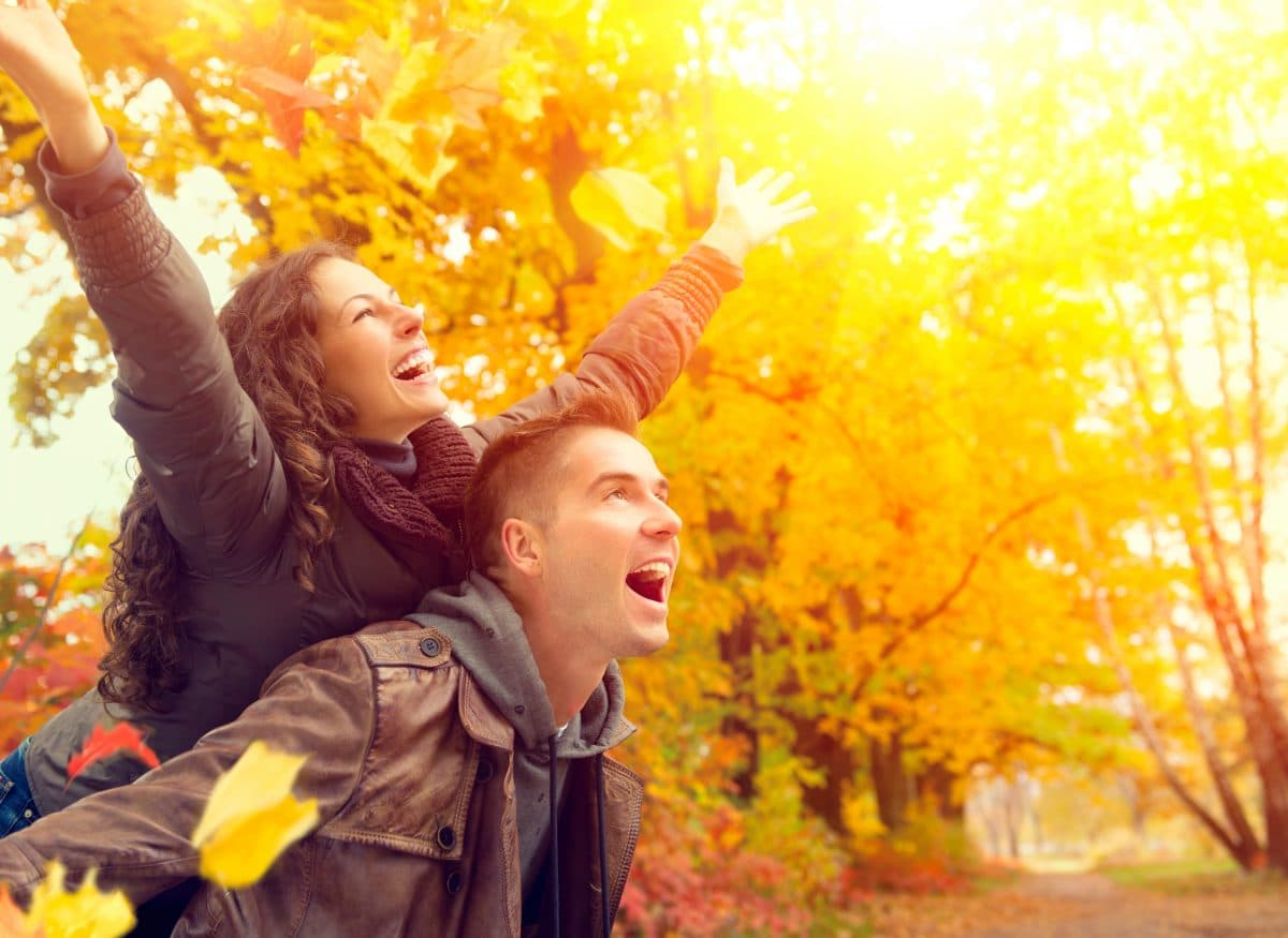 Diese Sternzeichen finden im Herbst ihre große Liebe