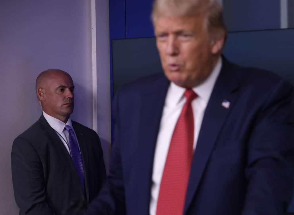Donald Trump verlässt Pressekonferenz wegen Schüssen