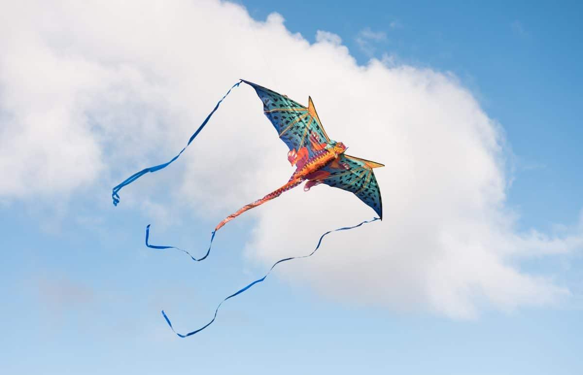 Heftiger Wind: Dreijährige wurde von Drachen in die Luft geschleudert