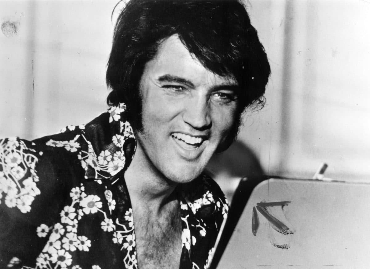 Gitarre von Elvis Presley um 1,32 Millionen Dollar verkauft