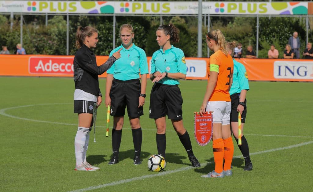 Fußballerin in den Niederlanden darf erstmals für das Männerteam spielen