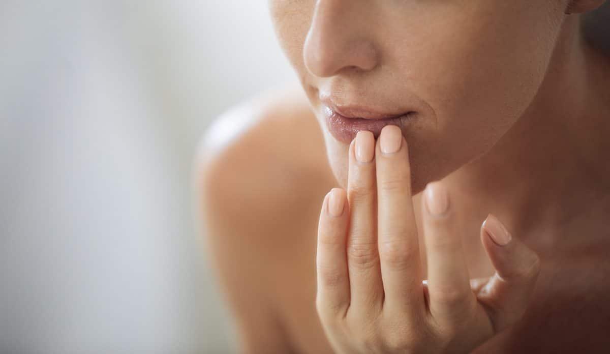 Diese 5 Hausmittel helfen bei einem Sonnenbrand auf den Lippen