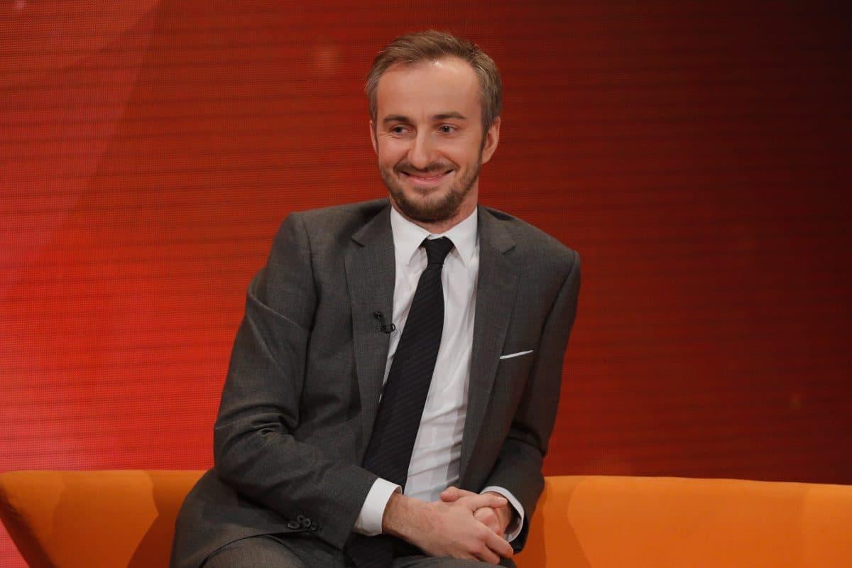 Direktor zeigt Schüler wegen kritischer Rede an: Jetzt bekommt er ein Praktikum bei Jan Böhmermann