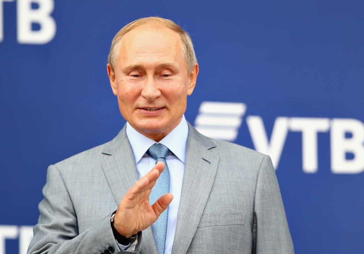Russland lässt weltweit ersten Corona-Impfstoff zu