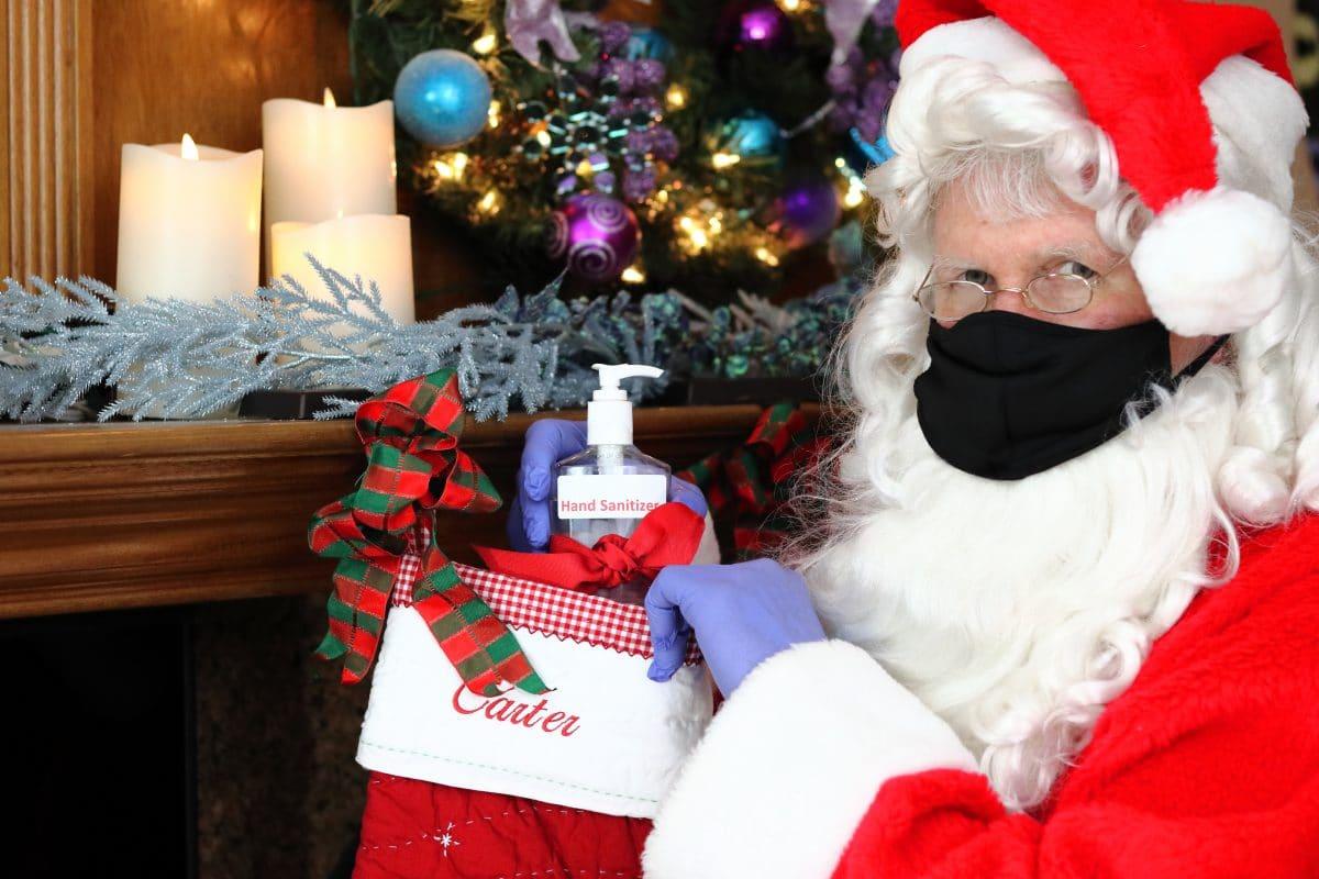 Großbritannien: Santa Claus trägt heuer rote Maske mit weißem Fell