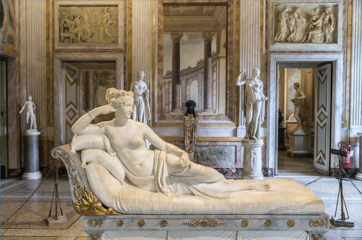 Österreichischer Tourist bricht Zehen von Statue in Italien ab