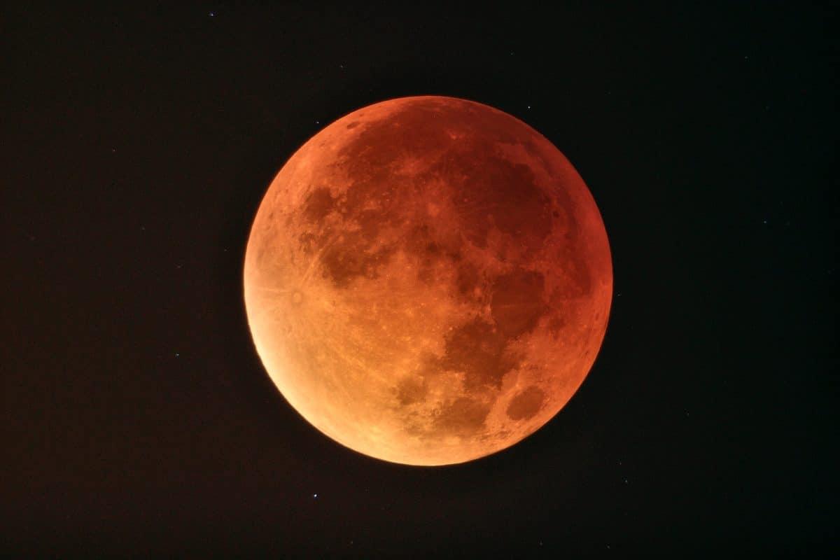 Der Mond rostet und die Erde ist schuld