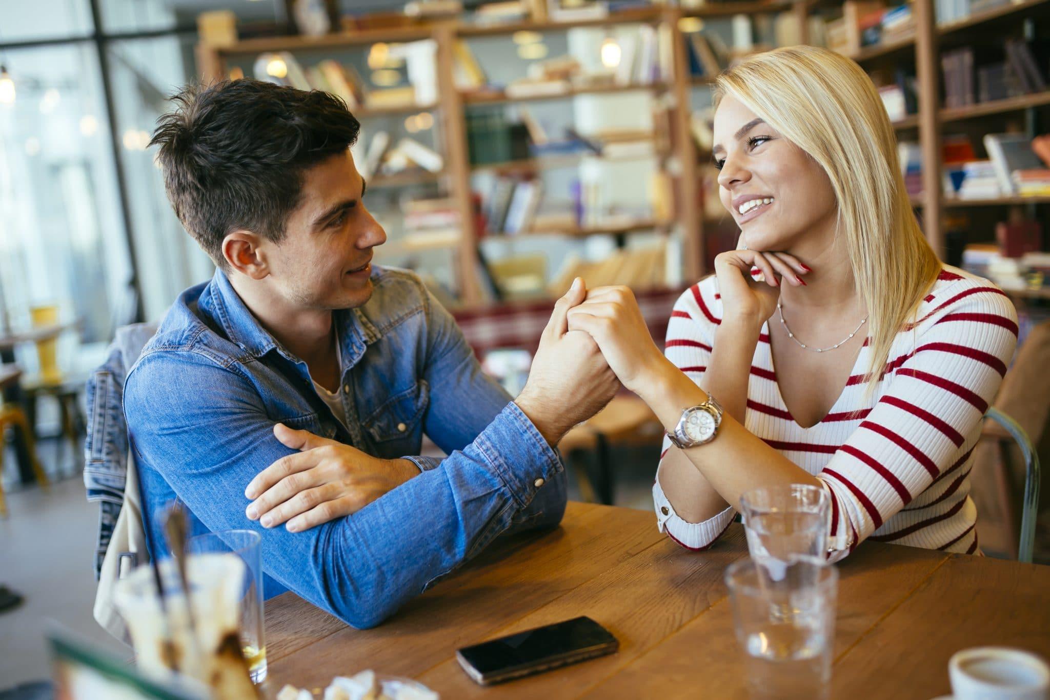 Flirten mit augenzwinkern