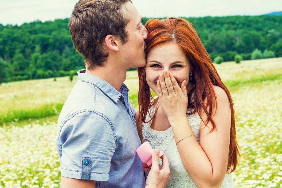 Jungbauer fräst riesigen Heiratsantrag in seinen Acker