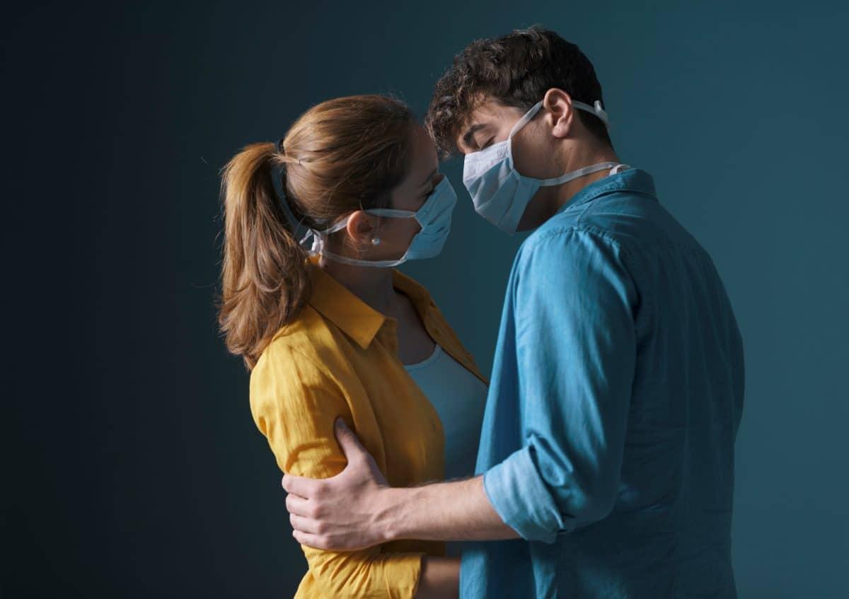 Oberste Medizinerin in Kanada empfiehlt Schutzmaske während Sex