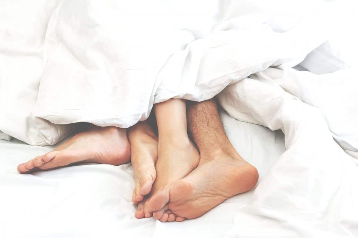 5 Sex-Stellungen für faule Pärchen