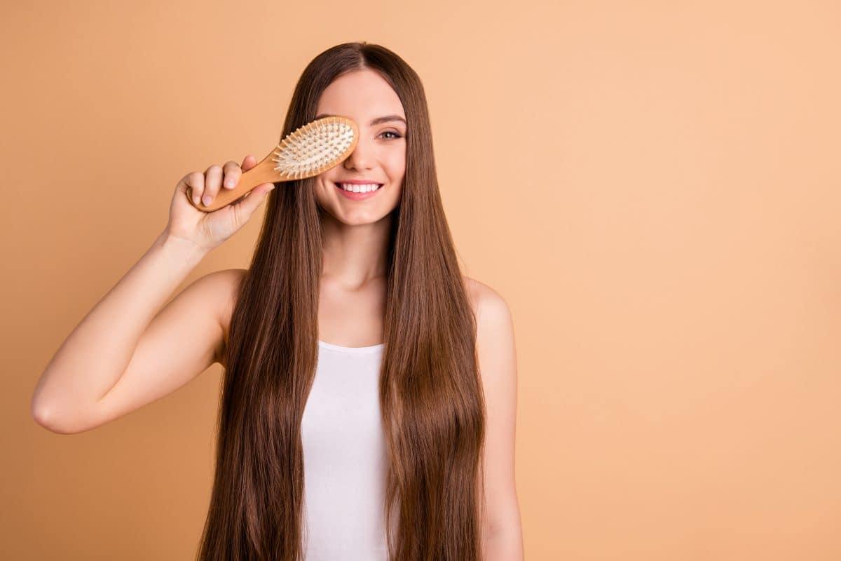 Elektrische Haare: 5 Tipps gegen eine statisch aufgeladene Mähne
