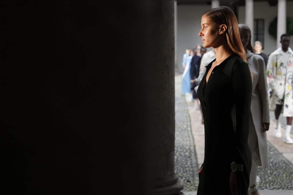 Brad Pitt's angebliche Freundin Nicole Poturalski wehrt sich gegen Hater