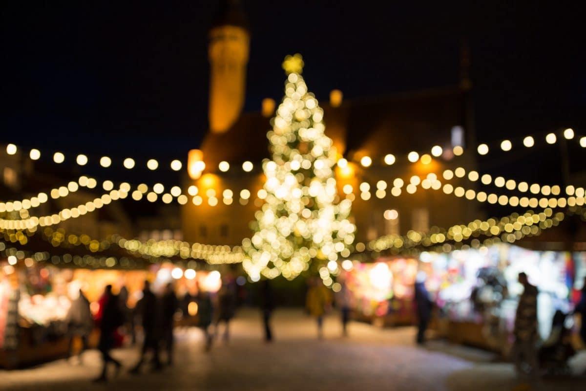 Erster Weihnachtsmarkt in Deutschland eröffnet mit Corona-Regeln