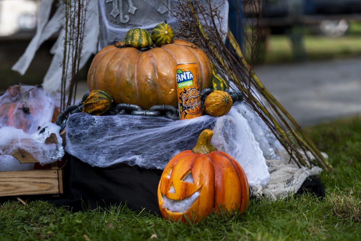 """Pranked: So """"fürchterlich"""" gut & gruselig feiert Fanta Halloween mit Abstand"""