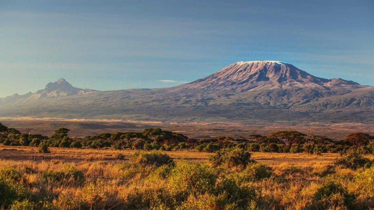 Feuer am Kilimandscharo: Höchster Berg Afrikas brennt