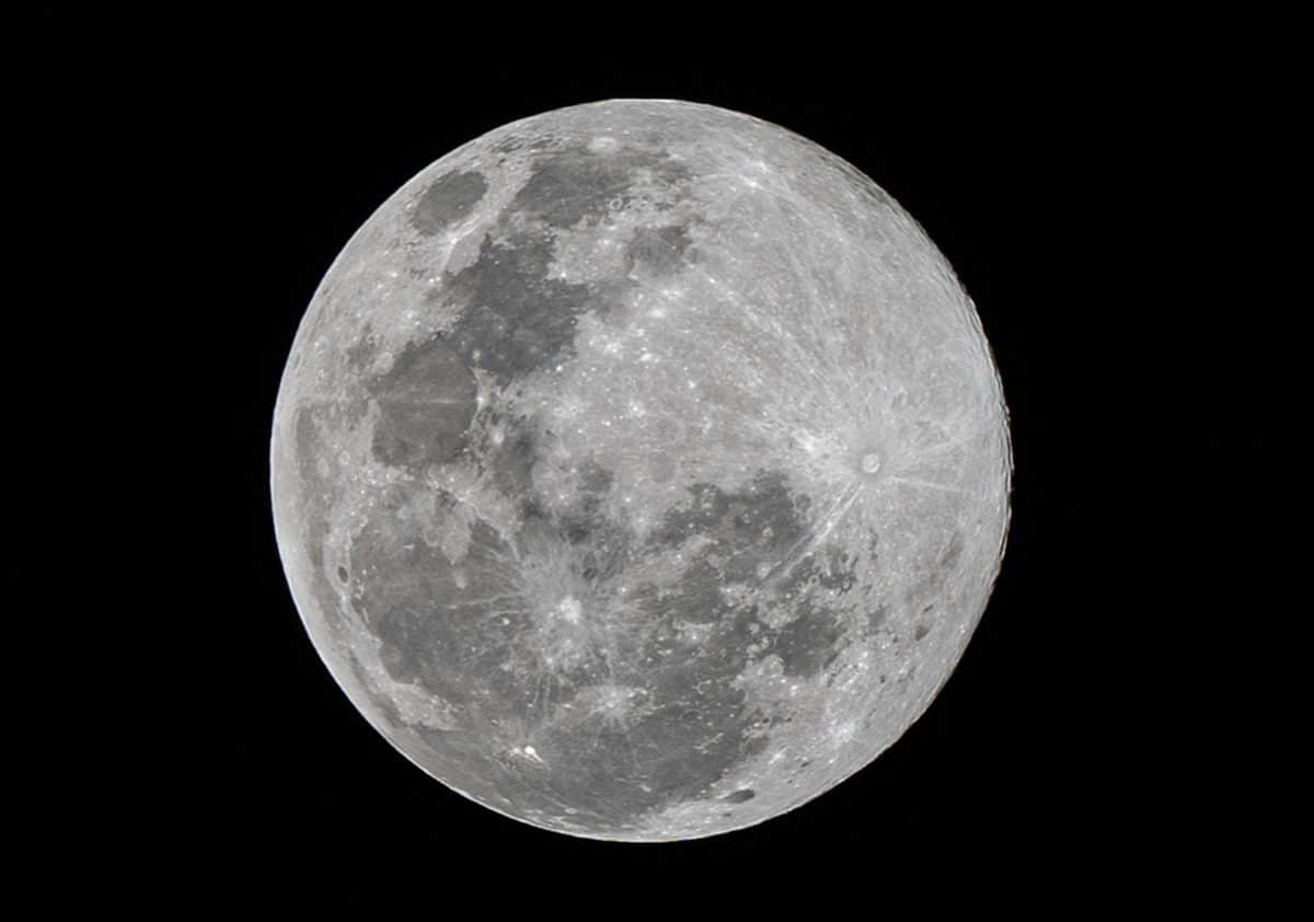 Forscher haben Hinweise für Wasser auf dem Mond entdeckt
