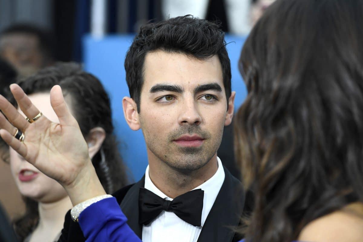 Joe Jonas mit pinken Haaren: So machen Stars jetzt auf Brustkrebs aufmerksam