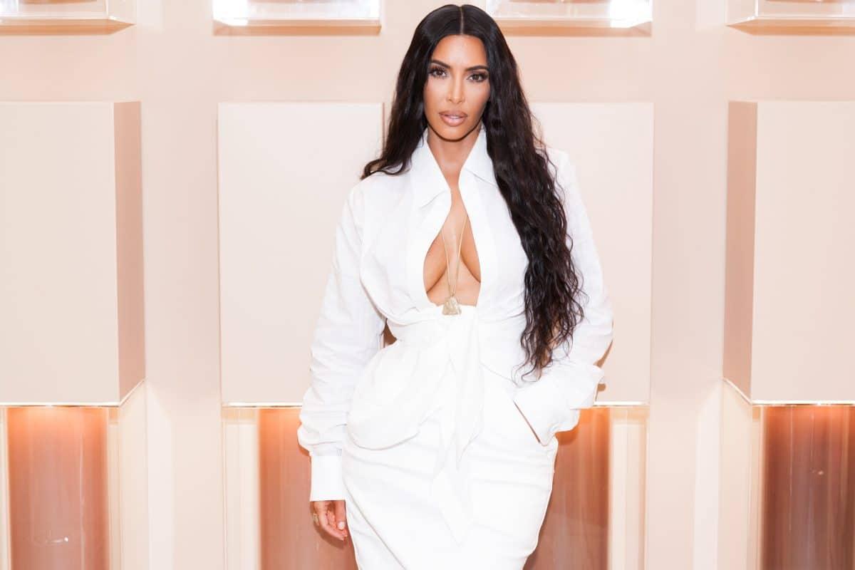 Kim Kardashian feiert Party-Urlaub und löst Shitstorm aus
