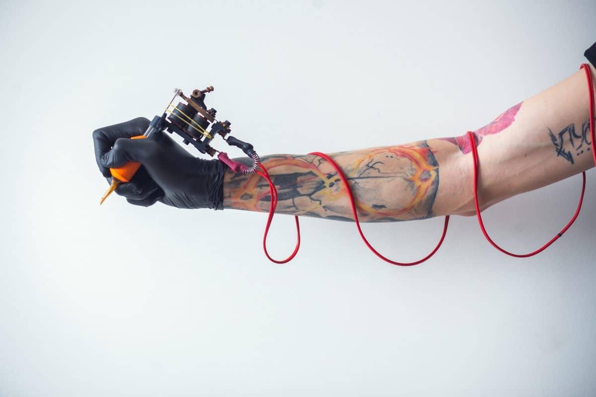 Nippel-Tattoos für Krebspatienten: Facebook verbannt Werbung