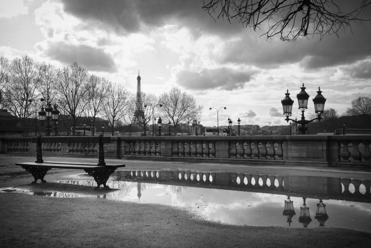 Paris verkündet höchste Warnstufe und schließt Bars