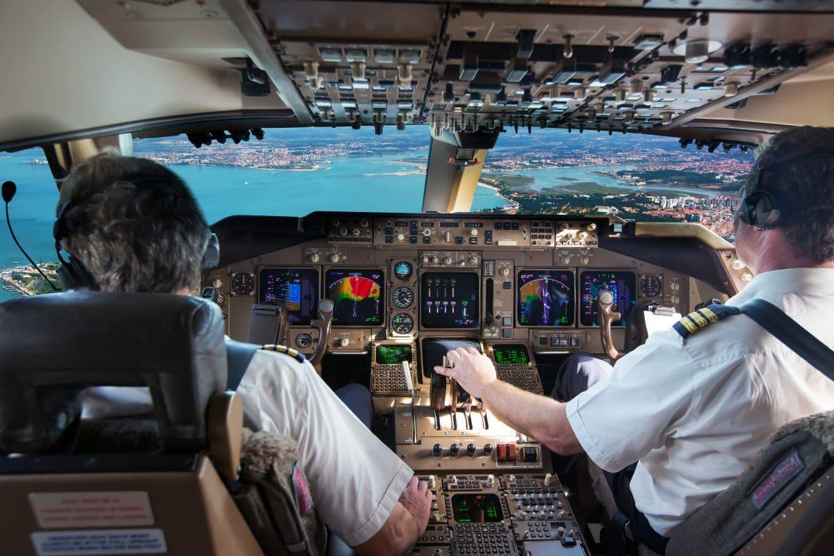1800 Meter Höhe: Piloten wollen Menschen mit Jetpack gesehen haben