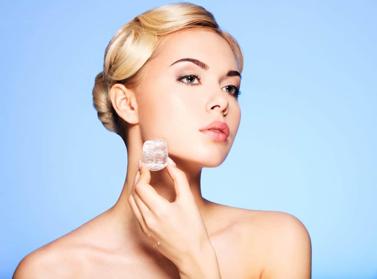 """""""Skin Icing"""": Dieser Beauty-Trend lässt deine Haut frischer aussehen"""