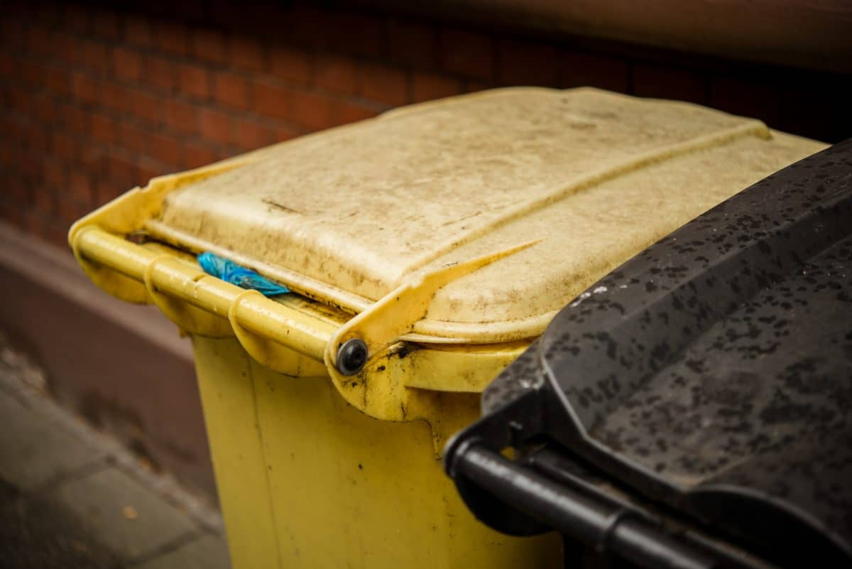 Skurriler Weltrekord: Brite fährt mit Mülltonne 70km/h